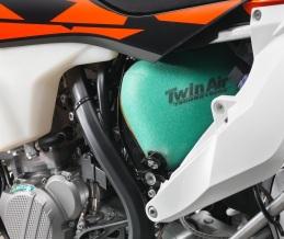176954_KTM-XC-W-TPI-Airbox-MY-2018-studio